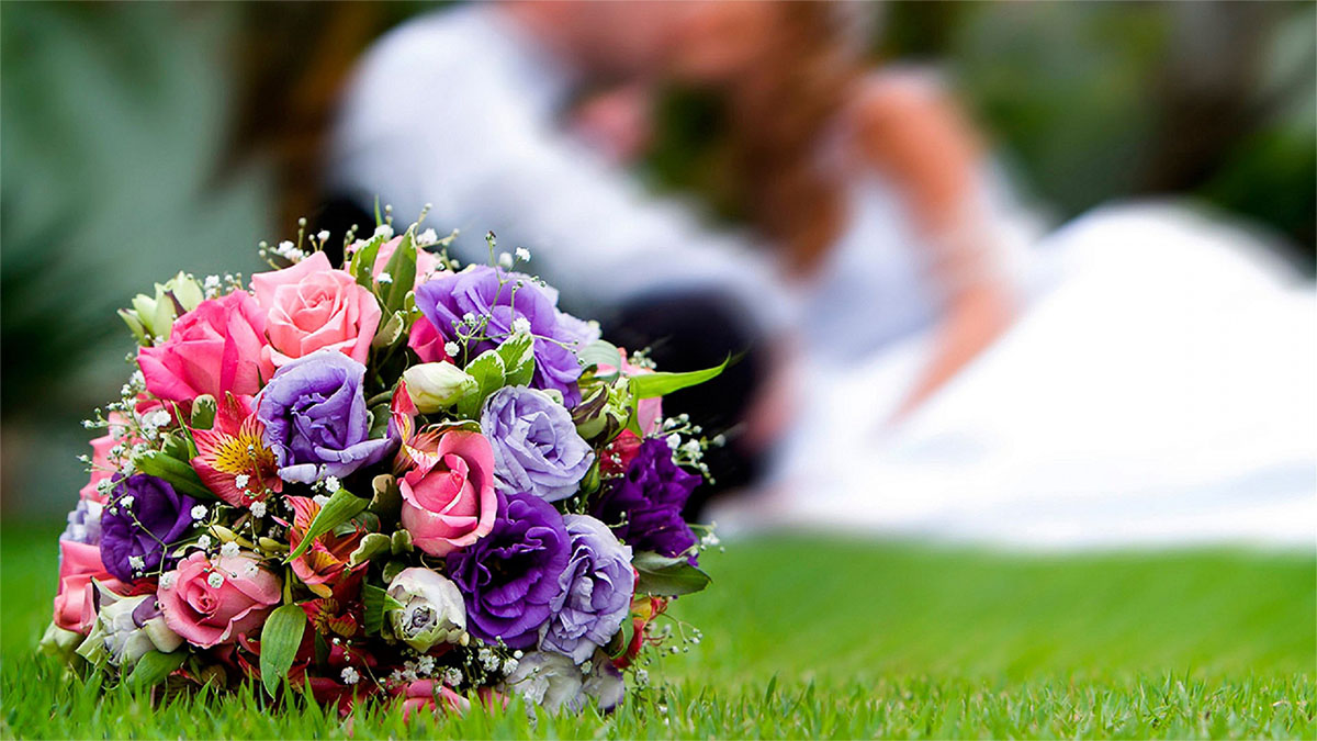 6815250-wedding-flowers3